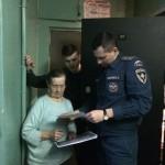 На территории Калининского района проходят обследование домов и профилактические беседы с жителями