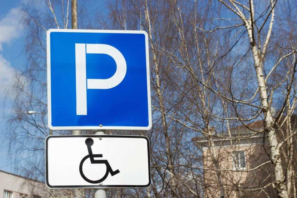Бесплатная парковка транспортного средства, управляемого инвалидом или перевозящего инвалида (ребенка-инвалида)
