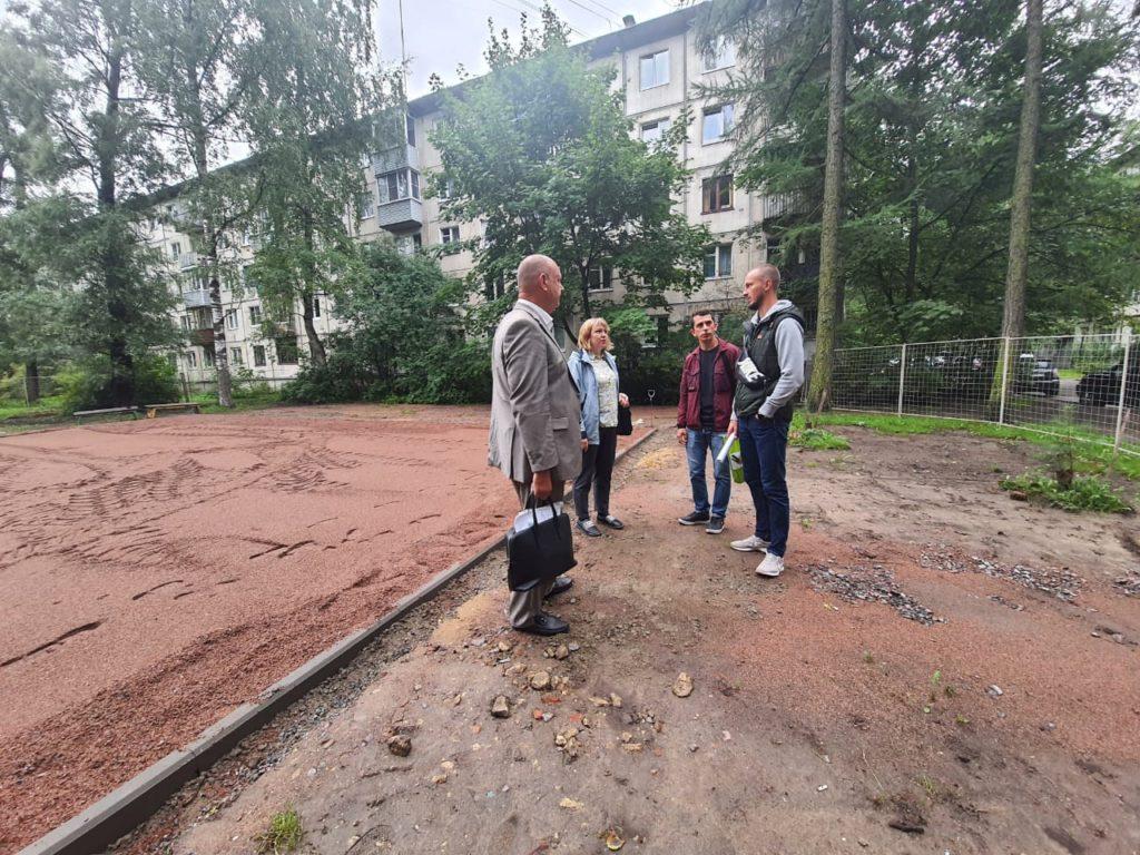 Сегодня состоялась выездное рабочее совещание по адресам производства работ по обустройству детской площадки по адресу: ул. Софьи Ковалевской, д. 5/3-д.5/4.