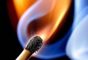 На проспекте Науки неосторожное обращение с огнём при курении привело к пожару!